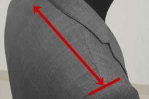 肩先の基点は、袖付けの縫いめ